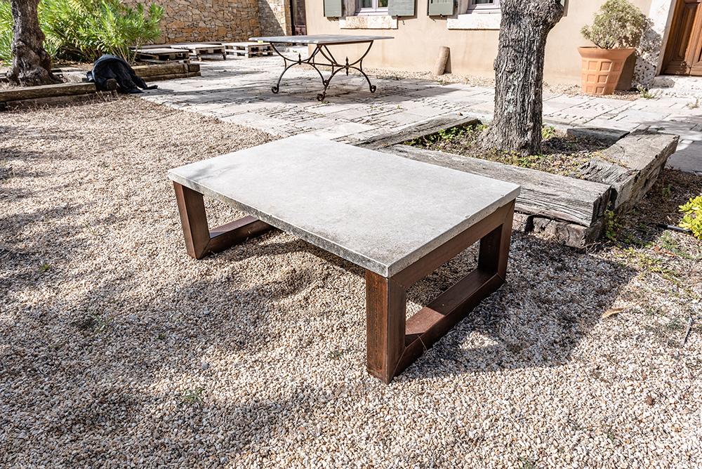 table basse pierre de bourgogne chassis fer